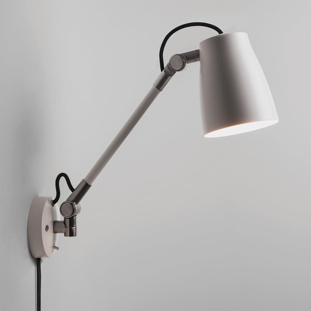 Atelier Grande Wall Light In White
