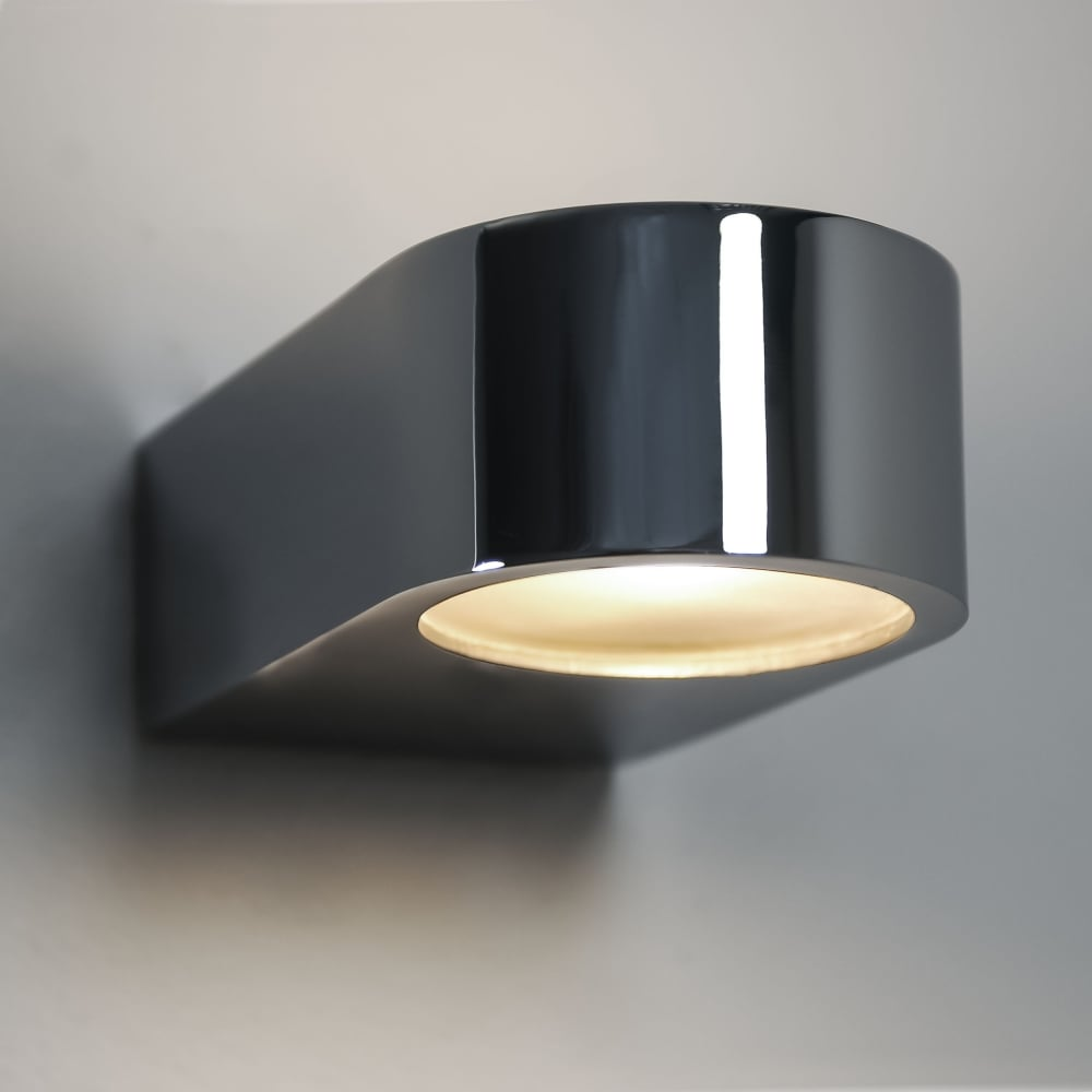 epsilon ip44 bathroom wall light in polished chrome